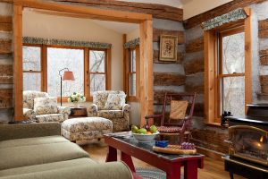 The living room of a Hocking Hills cabin rental